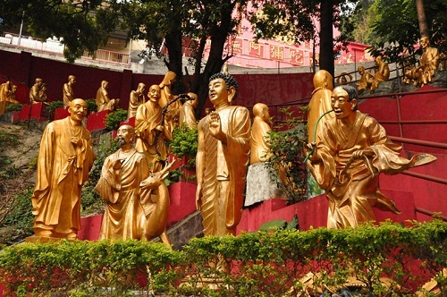 Ten Thousand Buddha Garden. Sculptures on display in Zhengzhou, China
