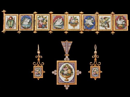 1860-80, the set of earrings, pendant and bracelet. Italy
