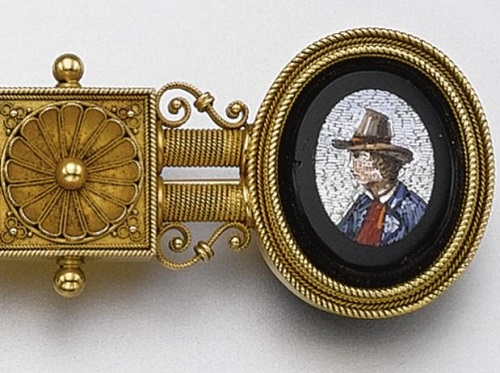 1860, the brooch detail