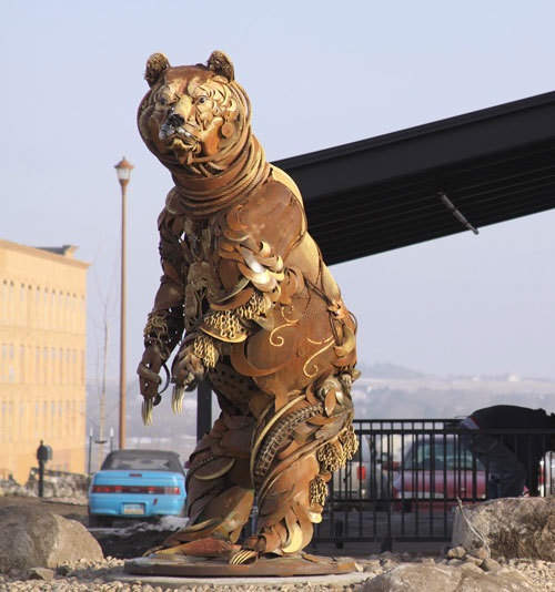 Bear. Scrap metal sculptures by John Lopez