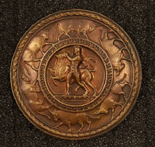 Button 'Hercules and the Cretan Bull'. copper