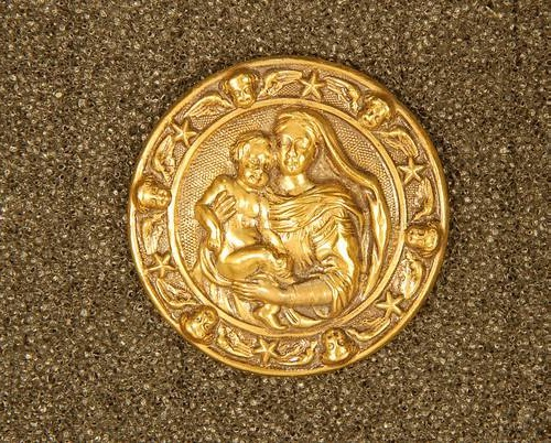 Button 'Madonna and Child' (on Raphael). copper