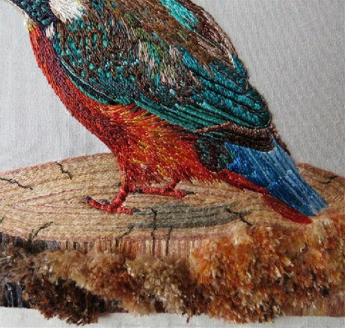 Common Kingfisher. The trunk and bark. Realistic embroidery by Elza