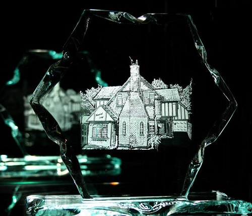 Engraving on glass by British artist Lesley Pyke