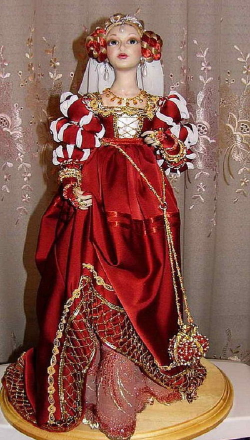 Fashion dolls in historical costume - Italy 17th century