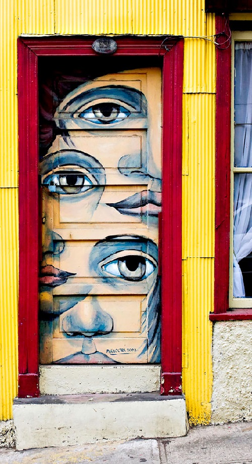 Doors as art. Graffiti door in Valparaiso, Chile
