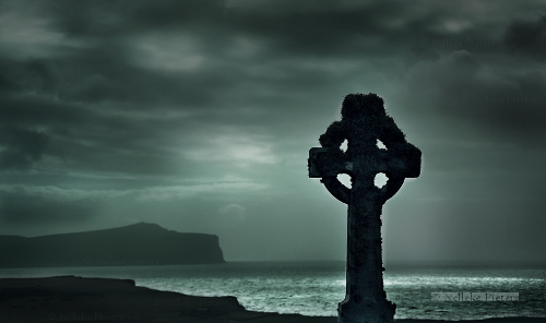 Moody Scotland (A Celtic cross in a medieval cemetery surrounding Trumpan Church, the Isle of Skye, Scotland). Photo by Dutch photographer Nelleke Pieters