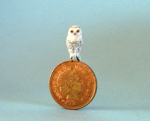 Miniature Wildlife sculpture by British artist Anya Stone
