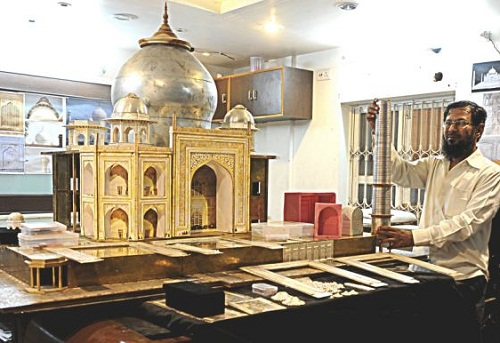 Mini-replica of Taj Mahal of precious metals and diamonds made by Indian jeweler Syed Hanif