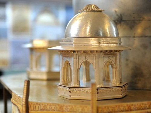 Mini-replica of Taj Mahal of precious metals and diamonds