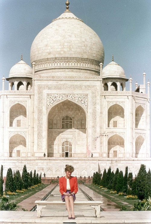 Princess Diana sat in wistful solitude at the Taj Mahal