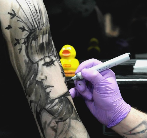 Russian tattoo artist Alex Sorsa at work