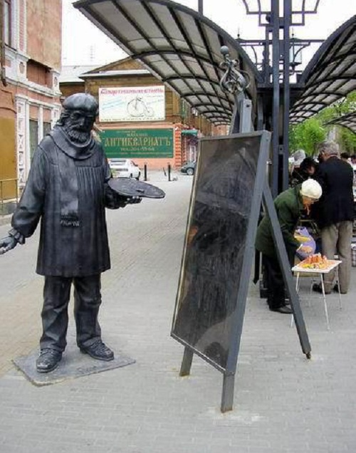A monument to an artist in Chelyabinsk, Russia