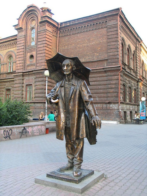 A monument to the artist Pozdeev in Krasnoyarsk, Russia