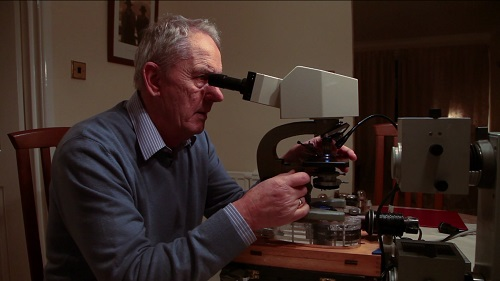 Klaus Kemp arranging diatoms under the microscope