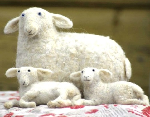 Victor Dubrovsky needle felted animals - sheep and two lambs lying down