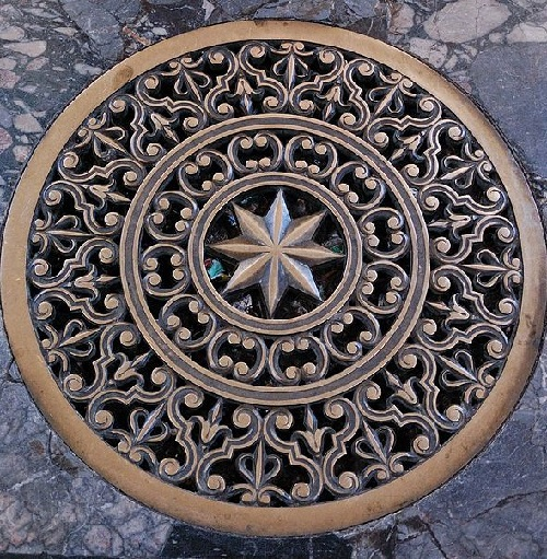 Manhole covers Art in Rome, Italy