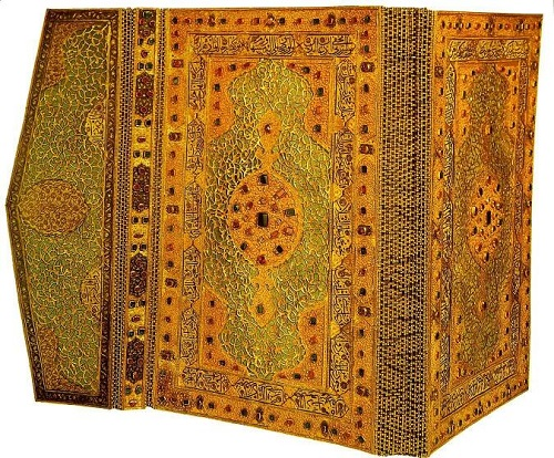 Binding of the Quran Sultan Moorabi III. The end of the 16th century. Gold, precious stones. Topkapi Palace Museum in Istanbul, Turkey