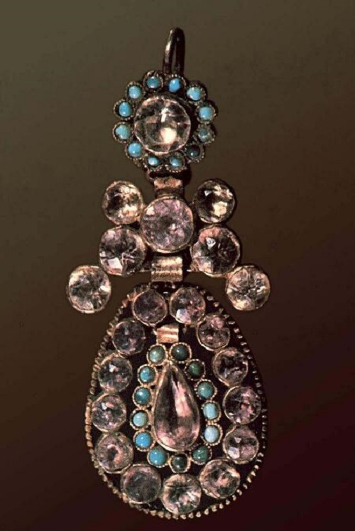 Earring. Late 19th - early 20th century. Length of 7.6 cm. Silver, metal, amethyst, turquoise, glass; gilding. Russian Ethnographic Museum, St. Petersburg, Russia