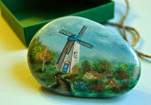 Painting on stones Yana Khachikian
