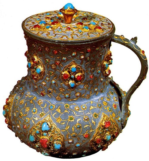 Pitcher (mataras) for water. The second half of the 16th century. Gold, precious stones. Topkapi Palace Museum, Istanbul, Turkey