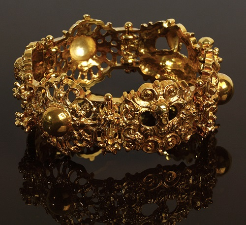 The bracelet - a variation on the ancient Byzantine jewelry