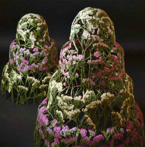 Dried flower sculpture by Spanish artist Ignacio Canales Aracil