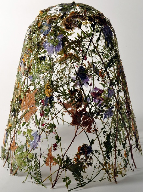 Dried flower sculpture by Spanish artist Ignacio