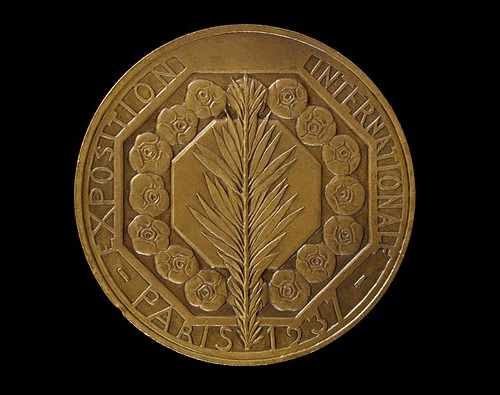 Medal in honor of the World Exhibition in Paris in 1937 (bronze)