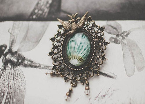 Dandelion brooch. Photo in jewelry by Alexandra Goloviznina