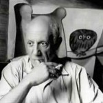 The artist often posed on the background of an owl. Photo