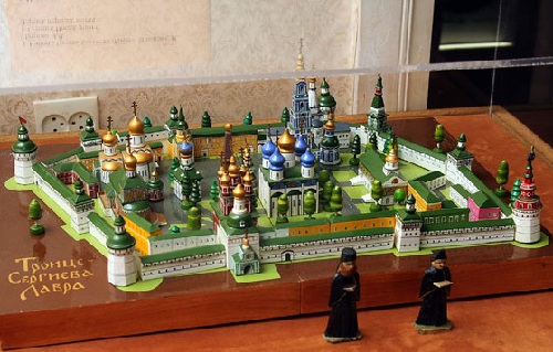 Set 'Trinity-Sergius Lavra'. SN Moyunov and NV Petrov, Sergiev Posad, 2001 Wood, painting, metal