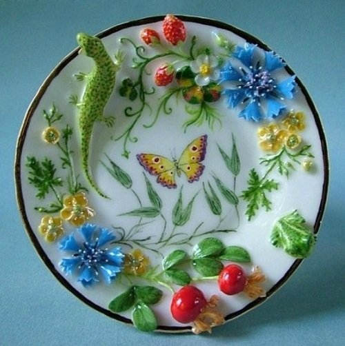 A saurce decorated with beautiful Porcelain miniatur
