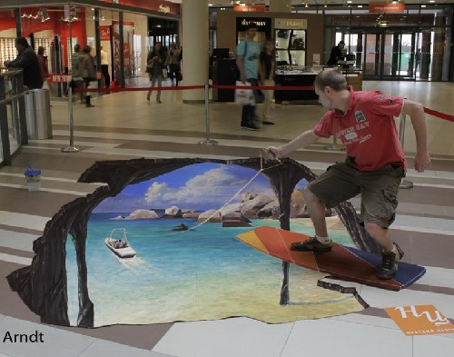 The 3D picture painted on the floor of the shopping center