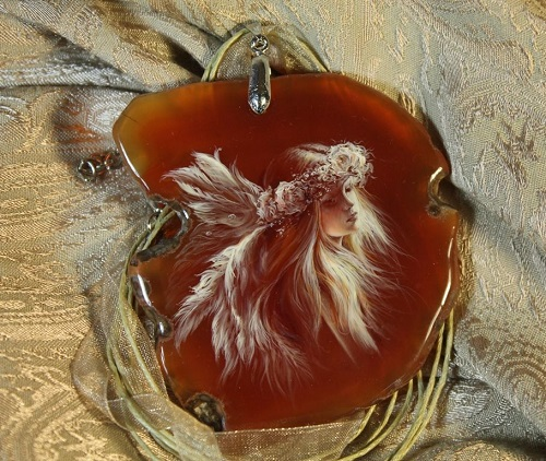 Pendant 'Angel'. Lacquer miniature painting on a cut of agate. Artist Anna Taleyeva
