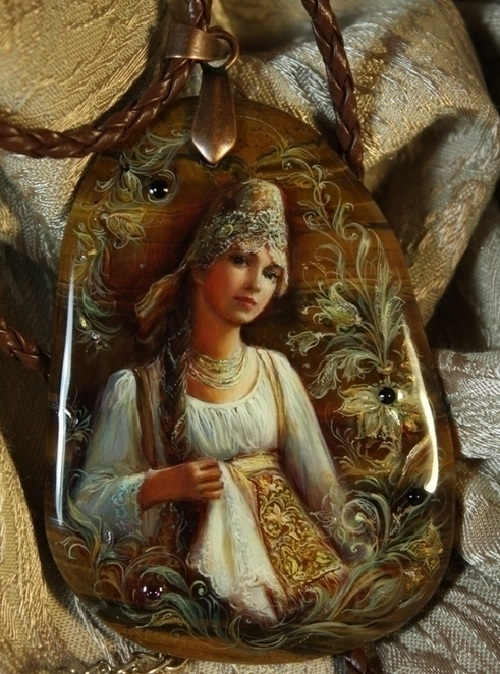 Pendant Russian beauty from 'Torzhok'. Lacquer miniature painting on natural stone. Artist Anna Taleyeva