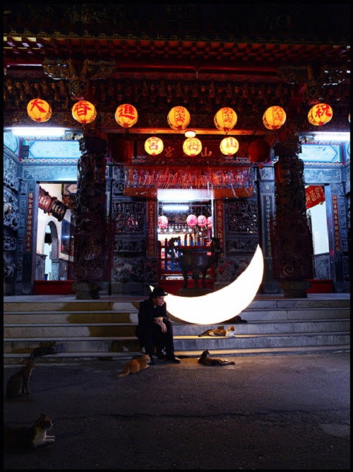 Private Moon at Shanghai Temple