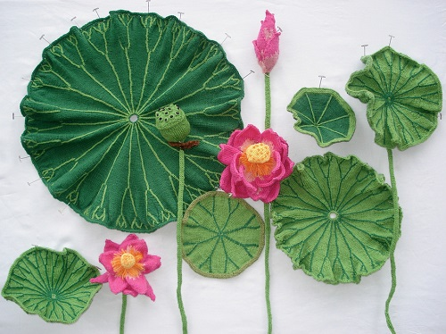 Realistic flowers knitted by Tatyana Yanishevsky