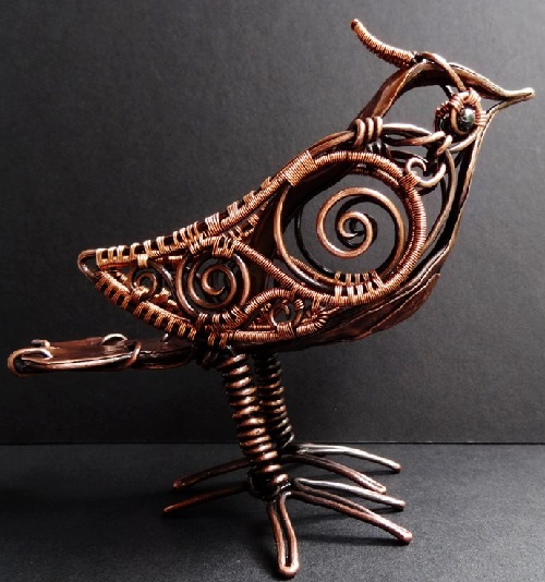 Bird sculpture of wire