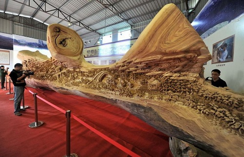 Guinness Records wooden sculpture by Chinese master Zheng Chunhui