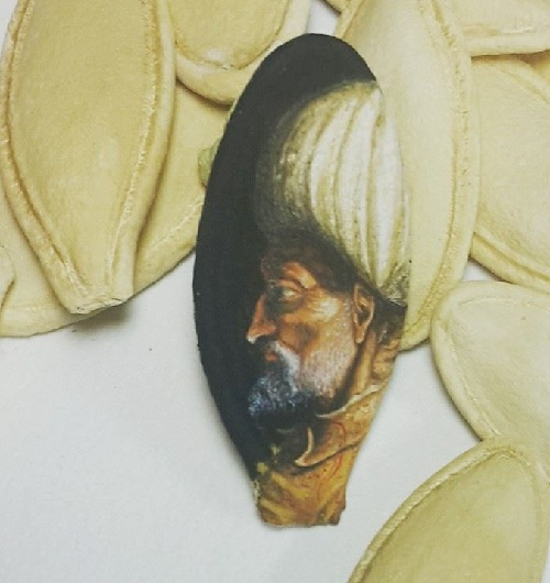 Portrait of Kanuni Sultan Süleyman on pumpkin seed