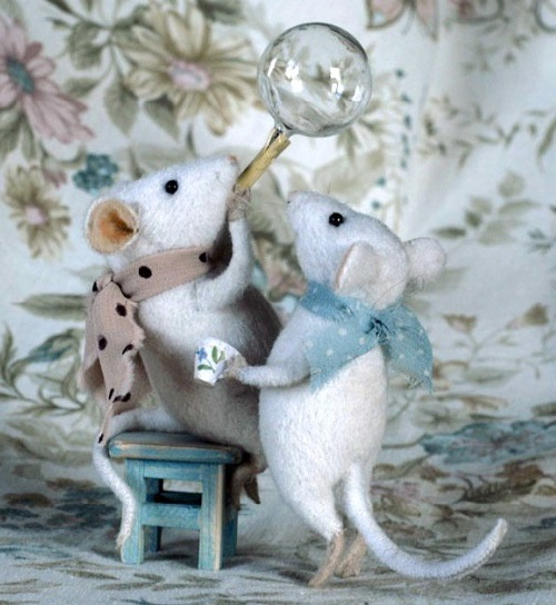 Blowing soap bubbles. Felted toys by Natalia Fadeeva