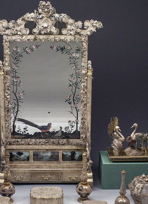 Chinese dresser beginning of the 18th century