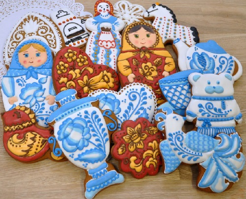 An elegant set of gingerbread painted in the style of traditional Russian crafts - Gzhel, Khokhloma, Dymkovo toy, Vologda lace
