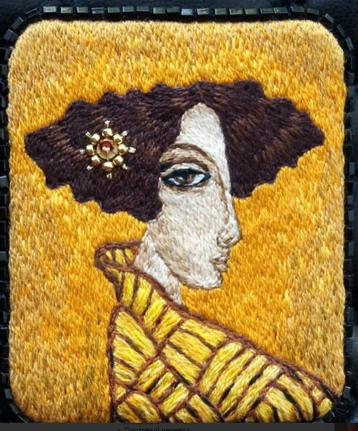 Ekaterina Barinova artful embroidered brooches