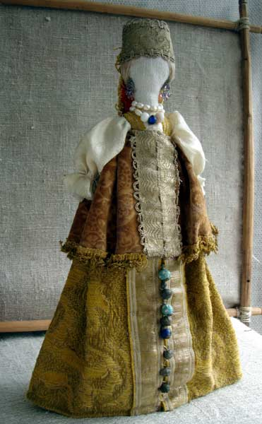 Textile faceless doll