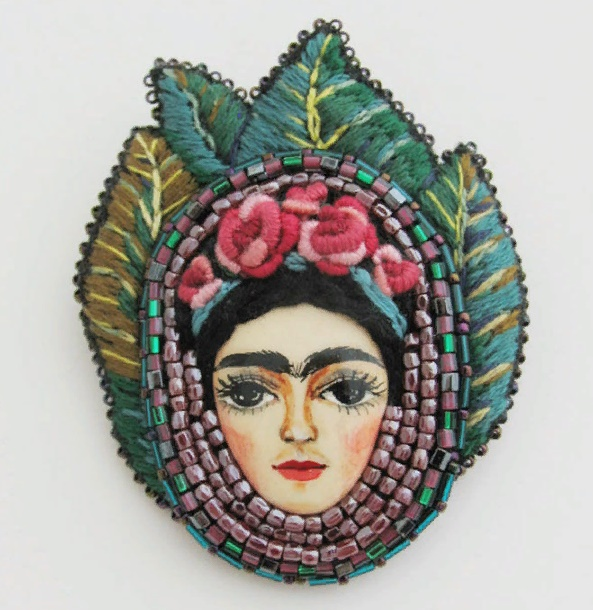 'Frida' brooch. Painted, glossy varnish, Tojo beads, Czech beads. Size 4.5 x 4.5 cm