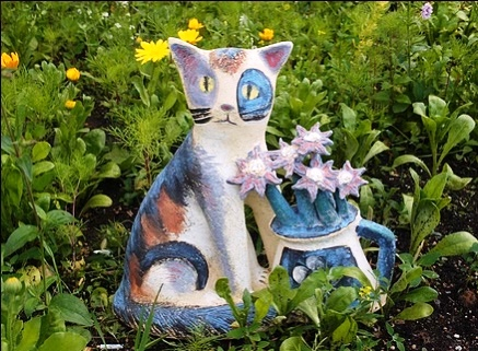 Beautiful ceramic sculpture - a cat with a bouquet