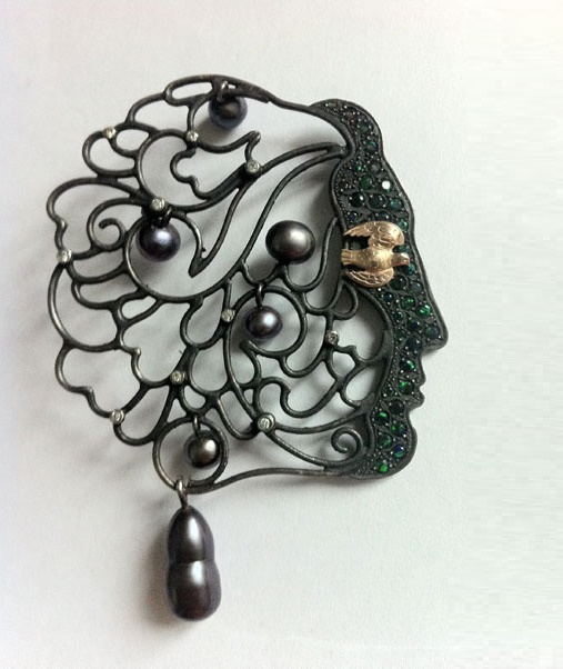 Profile brooch