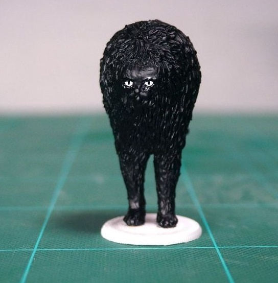 Figure of a black cat sculpted by Meetissai